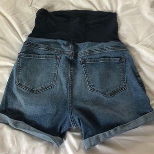 Old Navy Shorts - Old navy full panel maternity shorts